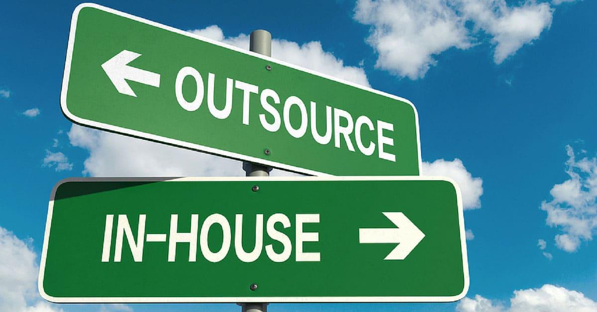 it outsourcing advantages and disadvantages